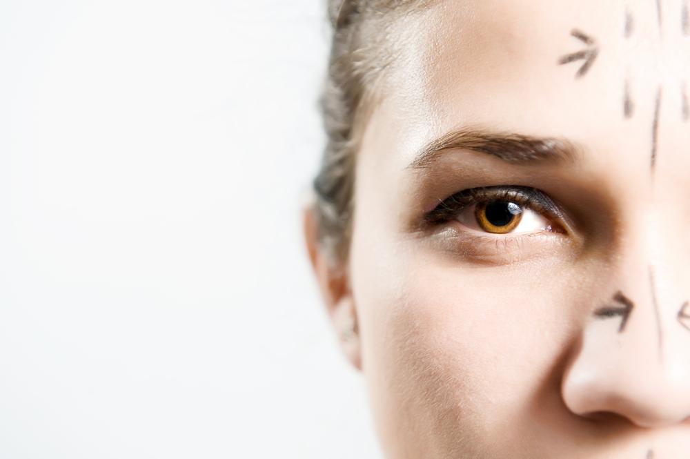 目の上のこけの美容整形のリアルな効果と失敗・修正